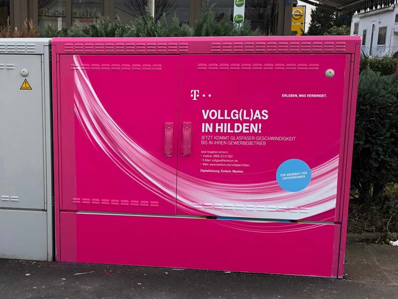 AUPRION-Stromkasten-Werbung-Telekom_Hilden_Auf-dem-Sand