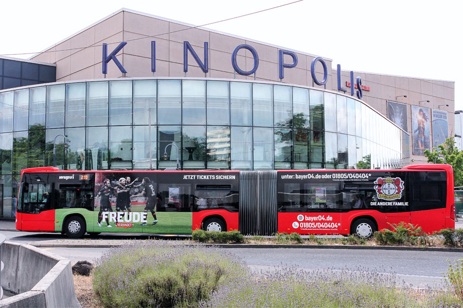 AUPRION-Buswerbung-Ganzgestaltung-PLUS_Leverkusen-Bayer-Leverkusen