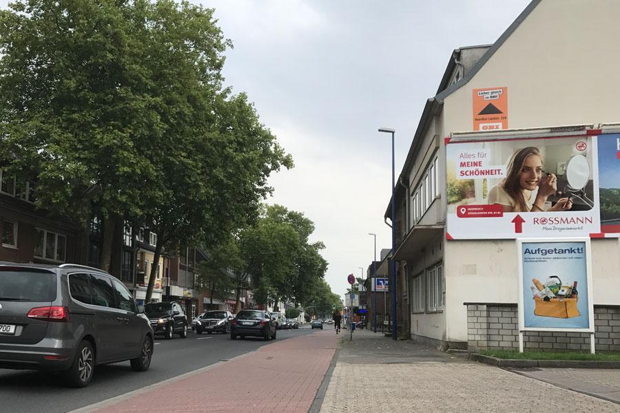 AUPRION-Großflaeche-Hinweismedien-Dauerwerbung-Rossmann-Meerbusch