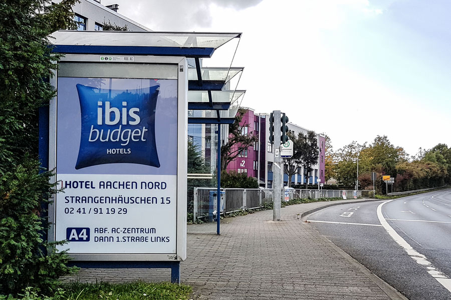 City-Light-Poster_Hinweismedien-Dauerwerbung-Wegleitsystem-Filialmarketing-Ibis-Accor-Hotels