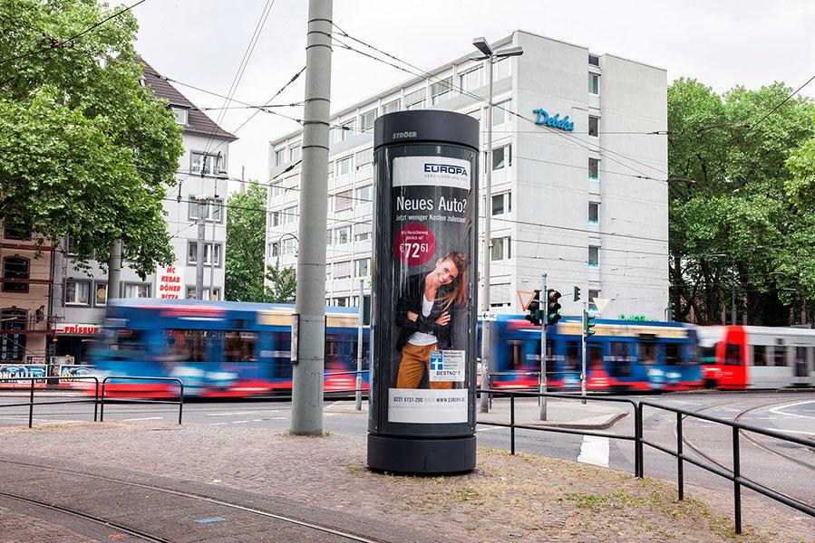 AUPRION-City-Light-Saeule_Aktionsmedium-Netzmedium-Europa-Versicherung-Koeln