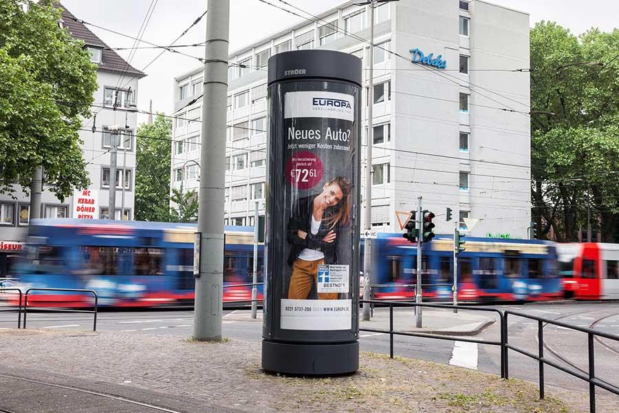 City-Light-Saeule_Koeln-Aktionsmedium_EuropaVersicherungen_Koeln